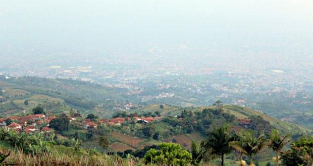 Ilustrasi Kota Bandung Di Lihat Dari Puncak Bukit Moko (foto : traxonsky.com)