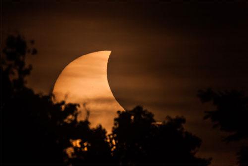 Peristiwa Gerhana Matahari Sebagian yang menjadi salah satu koleksi foto di Observatorium Bosscha (foto : bosscha.itb.ac.id)