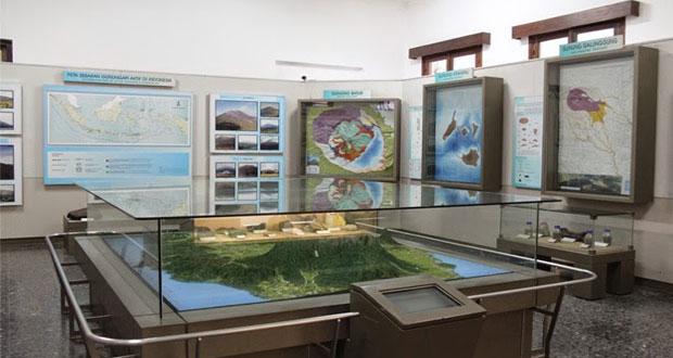 Ilustrasi Koleksi Geologi Indonesia yang terletak di sayap barat Museum Biologi (foto : explorejabar.com)