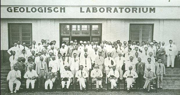 Ilustrasi Geologisch Laboratorium (16 Mei 1929) yang sekarang bernama Museum Geologi (foto : mfauzihamzah.blogspot.com)