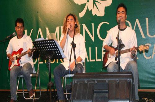 Ilustrasi Musik Akustik Di Warung Daun Bandung setiap hari Sabtu jam 19.30 - 21.30 (foto : kampungdaun.co.id)