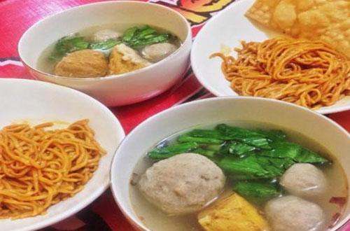 Ilustrasi Bakso Hot Jeletot, salah satu kuliner Bandung yang murah meriah dan enak (foto : ridwanderful.files.wordpress.com)