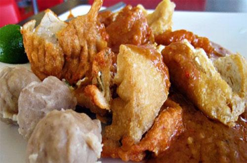 Ilustrasi Batagor Ihsan, salah satu tempat wisata kuliner di Bandung yang murah meriah (foto : medanmagazine.com)