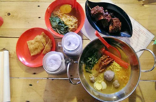 Ilustrasi Mie Merapi, salah satu kuliner Bandung yang murah meriah dan enak (foto : ridwanderful.files.wordpress.com)