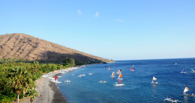 Pantai Amed, salah satu tempat wisata pantai di Bali yang cantik tersembunyi (foto : rekomendasiwisata.com)