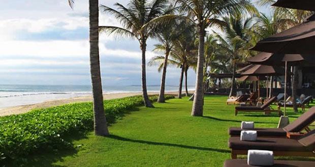 Ilustrasi Pantai Seminyak Bali yang cantik mempesona, salah satu tempat wisata di Indonesia yang romantis (foto : tipswisataindonesia.com)
