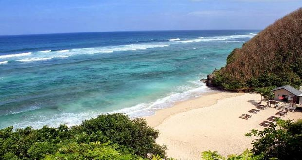 Pantai Banyan Tree Ungasan, salah satu tempat wisata pantai di Bali yang cantik tersembunyi (foto : tripadvisor.com)