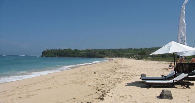 Pantai Geger Bali, salah satu tempat wisata pantai di Bali yang cantik tersembunyi (foto : anythingbali.com)