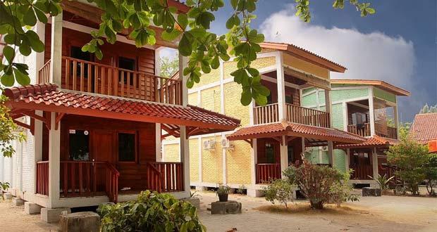 Villa De'Lima salah satu penginapan di tempat wisata Pulau Pramuka Kepulauan Seribu (foto : panoramio.com)