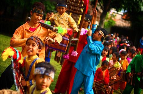 Ilustrasi performance art di SAU (foto : indonesia.travel)