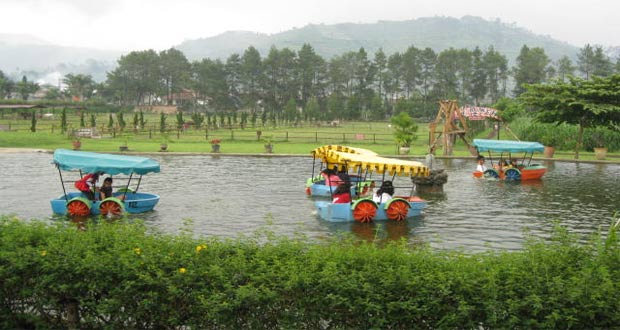 Salah satu permainan di tempat wisata De'Ranch Bandung (foto : deranchlembang.com)