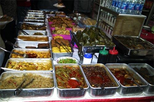 Ilustrasi menu makanan di tempat wisata kuliner Bandung murah Prasmanan Ceu' Mar (foto : kuliner.panduanwisata.id)