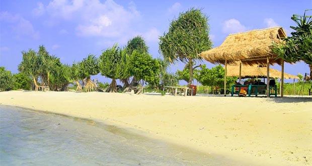 Ilustrasi Pulau Pari, Kepulauan Seribu, salah satu tempat wisata terbaik di Indonesia favorit anak muda (foto : tiatiarra.wordpress.com)