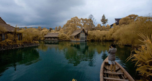 Ilustrasi tempat wisata kuliner Sapu Lidi Bandung diantara danau dan persawahan (foto : sapulidisawah.com)
