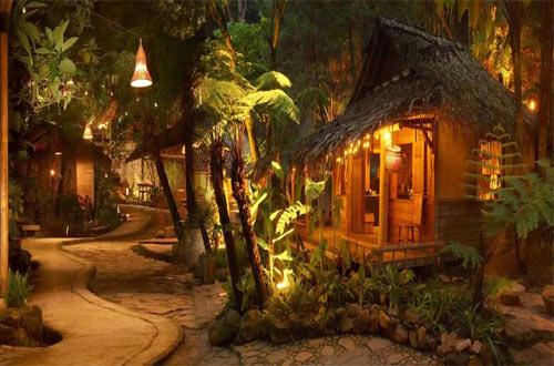 Ilustrasi suasana Saung di Kampung Daun Bandung (foto : kampungdaun.co.id)
