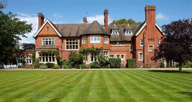 Ilustrasi Berkshire di Inggris, salah satu tempat bulan madu paling romantis di dunia (foto : ukweddingsavings.co.uk)