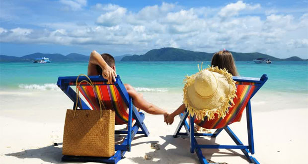 Suasana romantis pantai Phuket Thailand, salah satu tempat bulan madu paling romantis di dunia (foto : travelsensate.com)