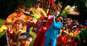 Ilustrasi performance art di tempat wisata edukasi dan budaya Saung Angklung Udjo (SAU) Bandung (foto : indonesia.travel)