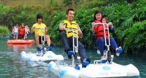 Ilustrasi sepeda air di Kampung Gajah Bandung, salah satu tempat wisata keluarga di Bandung yang populer (foto : kampunggajah.com)