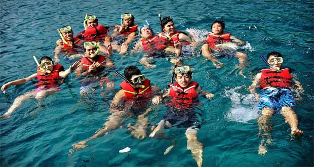 Ilustrasi wisata snorkeling di Kepulauan Seribu yang keren dan seru (foto : paketwisatapantai.com)
