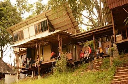 Ilustrasi Warung Sitinggil, salah satu tempat wisata kuliner di Bandung yang murah meriah dan enak (foto : ridwanderful.files.wordpress.com)