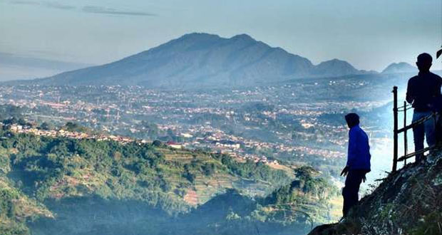 Wisata-Alam-Bandung-Tebing-Keraton