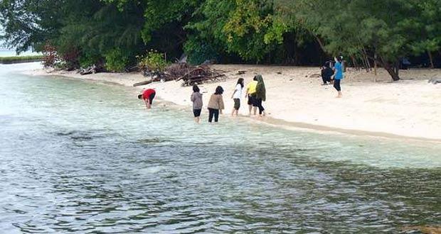 Wisata Snorkeling-di-Pulau-Semak-Daun