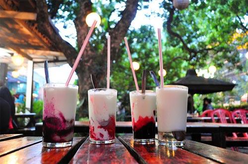 Yogurt cisangkuy, salah satu menu di Paskal Food Market yang segar (foto : anekawisata.com)