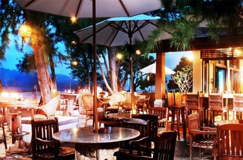 Susana restoran yang romantis di Vila Ombak Gili Trawangan Lombok, cocok dan pas buat tempat bulan madu (foto : booking.com)