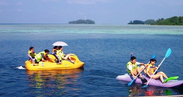 Ilustrasi sea sport yang romantis di Pulau Putri, tempat bulan madu romantis di Kepulauan Seribu (foto : pulauputri.info)