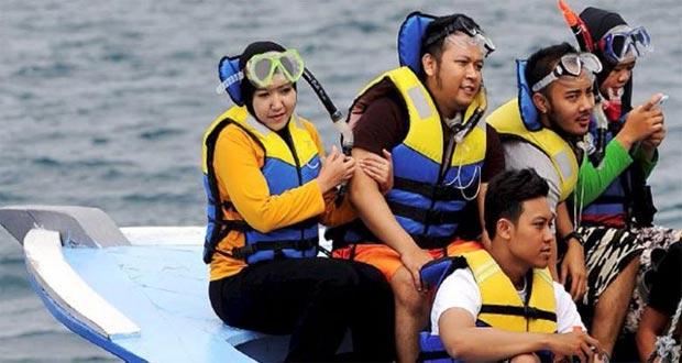 Ilustrasi wisata snorkeling dan penyelaman di sekitar Pulau Pramuka (foto : travel.kompas.com)