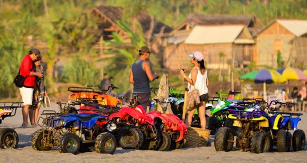 ATV Di Parangtritis adalah salah satu tempat wisata di Jogja yang seru dan asyik (Foto : geonation.org)