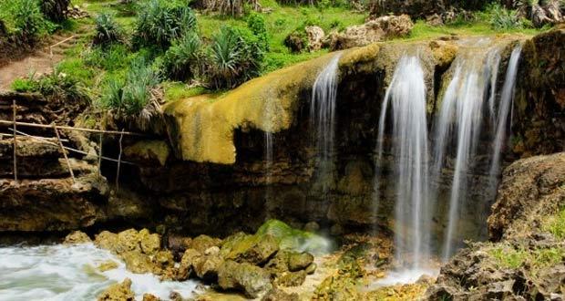 Ilustrasi air terjun Pantai Jogan Gunung Kidul Jogja (Foto : pasirpantai.com)