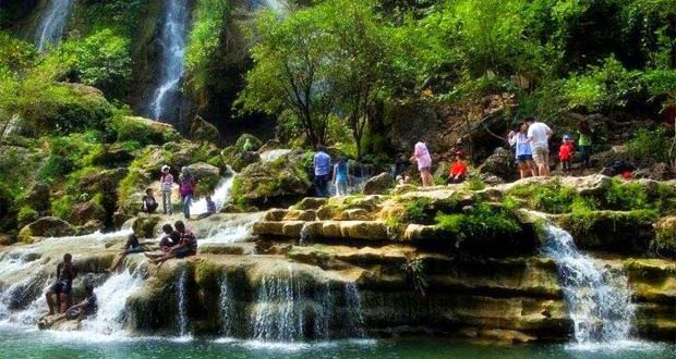 Air Terjun Sri Gethuk adalah salah satu air terjun di Jogja yang keren, indah, dan wajib dikunjungi (Foto : tourjogjamasjo.com)