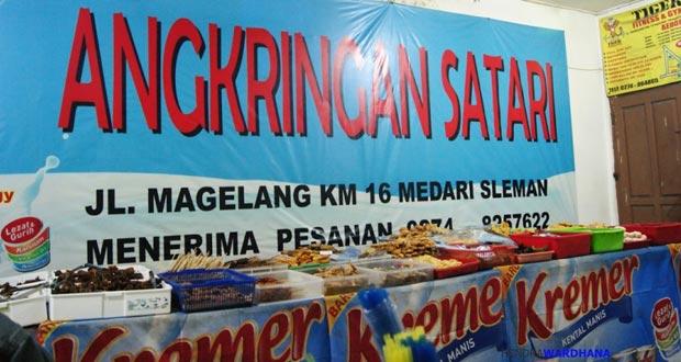 Angkringan Pak Satari adalah salah satu angkringan di Jogja yang enak, murah, terkenal, dan wajib dikunjungi (Foto : wisata.kompasiana.com)