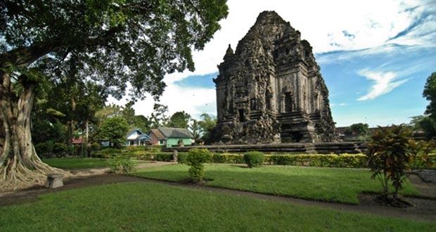 Candi Kalasan adalah salah satu candi di Jogja yang wajib dikunjungi (Foto : infowisata.co)