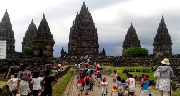 Candi Prambanan adalah salah satu tempat wisata di Jogja untuk anak (Foto : Claudy Yusuf, wisata.kompasiana.com)