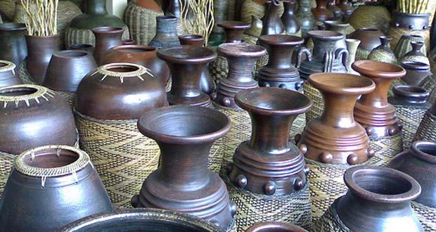 Gerabah Kasongan adalah salah satu oleh oleh khas Jogja yang paling terkenal (Foto : yogyakarta.panduanwisata.id)