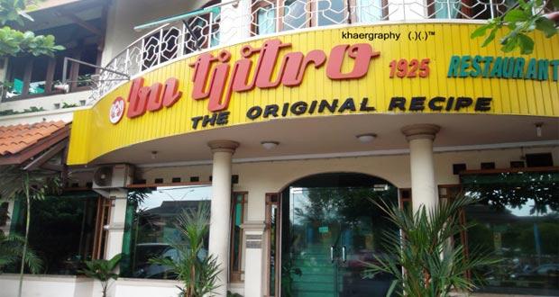 Gudeg Bu Tjitro adalah salah satu gudeg Jogja paling enak dan terkenal (Foto : citra365.wordpress.com)