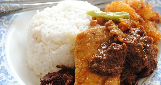 Gudeg Mbarek Bu Hj Ahmad adalah salah satu gudeg Jogja paling enak dan terkenal (Foto : foodspotting.wijanarko.net)