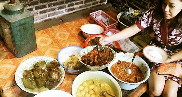 Gudeg Pawon adalah salah satu tempat makan enak di Jogja yang murah dan tersembunyi (Foto : njogja.co.id)