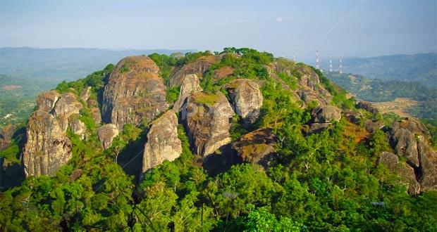 Gunung Nglanggeran adalah salah satu tempat wisata alam di Jogja yang wajib dikunjungi (Foto : pixoto.com)