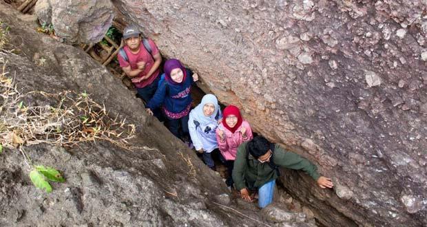Hiking Di Nglanggeran adalah salah satu tempat wisata di Jogja yang seru dan asyik (Foto : dianisekaring.com)