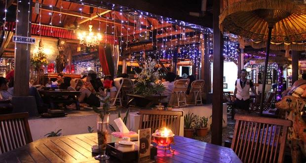 House of Raminten adalah salah satu tempat wisata kuliner di Jogja yang wajib dikunjungi (Foto : latitudes.nu)