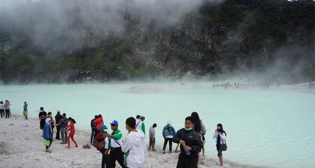 Kawah Putih Bandung salah satu tempat wisata di Bandung yang paling populer (Foto : fotowisata.com)