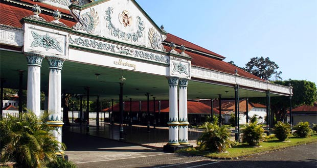 Keraton Yogyakarta adalah salah satu tempat wisata di Jogja dekat Malioboro (Foto : id.wikipedia.org)