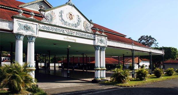 Keraton Yogyakarta adalah salah satu tempat wisata di Jogja yang wajib dikunjungi (Image : sp.beritasatu.com)