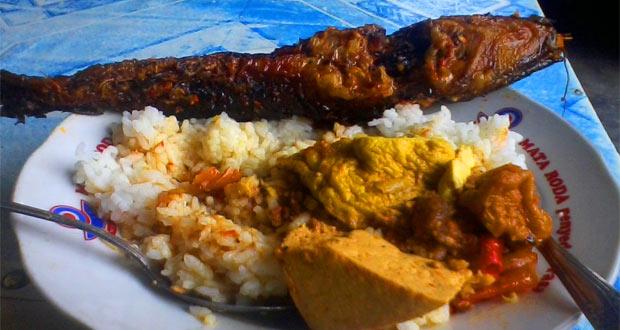 Mangut Lele Mbah Marto adalah salah satu tempat makan enak di Jogja yang murah dan tersembunyi (Foto : njogja.co.id)