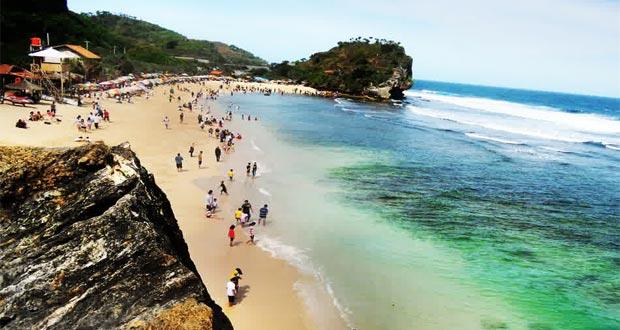 Pantai Indrayanti adalah salah satu pantai di Jogja yang wajib dikunjungi (Foto : wisataku.net)