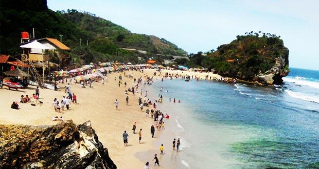 Pantai Indrayanti adalah salah satu pantai di Gunung Kidul Jogja yang wajib dikunjungi dengan pesona alam yang bagus, indah, dan keren (Foto : siputnews.com)